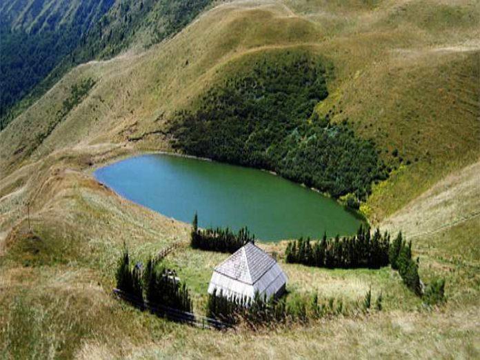 Lacul fără fund din România, locul în care oamenii și-au aruncat BOGĂȚIILE de frica cotropitorilor