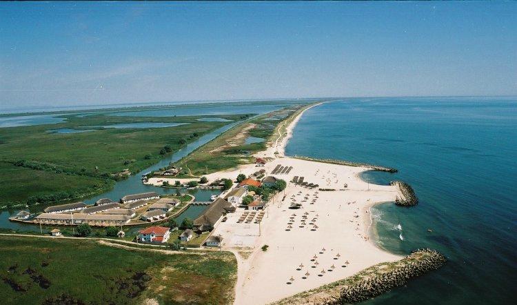 Staţiunea din România de care nu ai auzit, dar care devine un Saint Tropez al Europei. Este una dintre cele mai frumoase plaje din lume şi este inundată de turişti din toate colţurile lumii, deşi puţini români ştiu de ea!