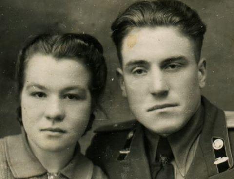 """""""Mama mi-a interzis să mă mai întâlnesc cu tine. Iartă-mă! Te iubesc și te voi iubi mereu…"""" i-a scris ea in 1954. Si de atunci nu s-au mai vazut…63 de ani mai tarziu, un strain a gasit pe strada un portofel vechi si asa a inceput totul…"""