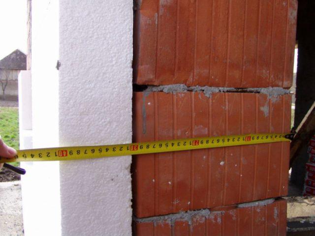 Aveți casa izolată cu polistiren sau vată minerală? Un tânăr arhitect susține că aceste materiale sunt nesigure și extrem de periculoase
