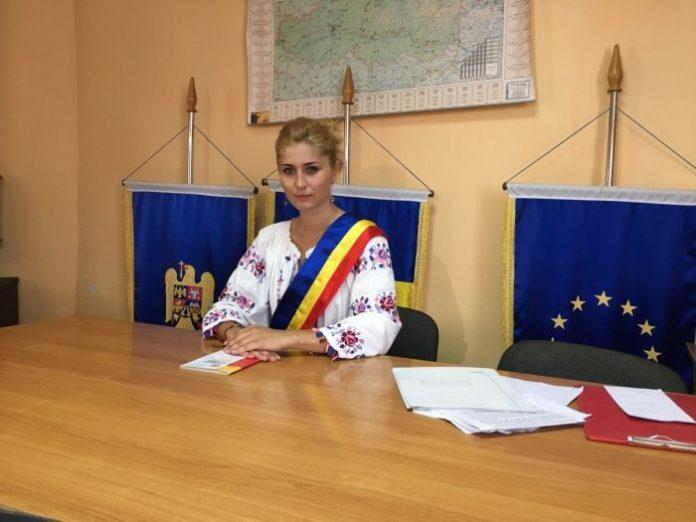 PRIMARUL din România care își donează SALARIUL pentru reabilitarea şcolii din localitate