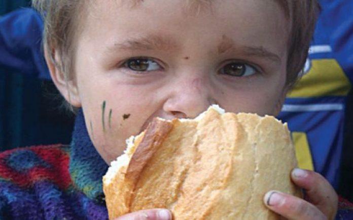 Domnule IOHANNIS, peste 200.000 de copii din România se culcă flămânzi în fiecare seară. Pentru ei ce facem? Share ca sa ajunga si la conducatorii acestei tari!