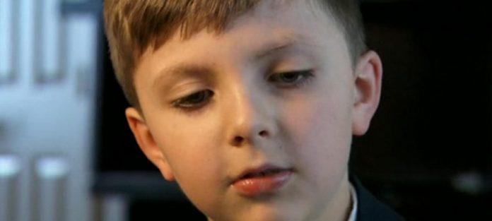 Acest baietel de 8 ani s-a dus țintă la preot după slujba de duminică și a făcut un gest care l-a șocat. Nu se aștepta ca un băiețel să facă asta