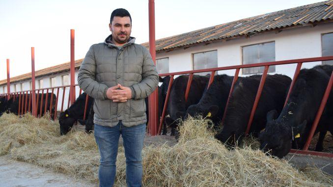 JOS PALARIA !Alin Căprilă – tânărul care a muncit în Anglia pentru a-și face propria fermă acasă, în Călărași