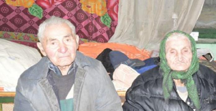 Aceşti bătranei au decis să divorţeze, după 40 de ani de căsnicie. Motivul? Mi-au dat lacrimile… Ce poveste!