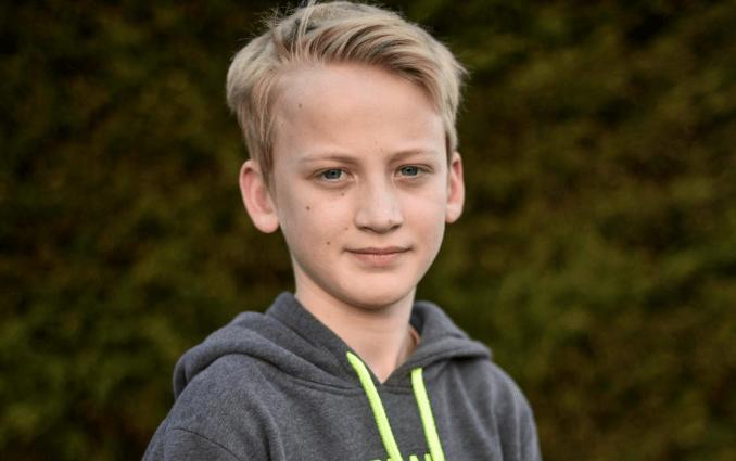 """Băiatul de 12 ani a găsit un telefon în metrou, dar ce a făcut cu el a ajuns la știri: ,,Am fost copleșită…"""" Se ducea să îl ducă înapoi, dar telefonul a început să sune. E incredibil ce s-a întâmplat, cu cine a vorbit:"""