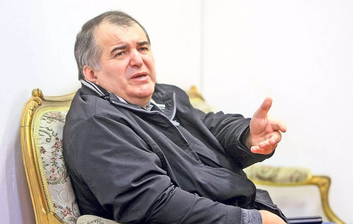"""""""Bai, treziti-va!"""". Florin Calinescu este indignat de ce a vazut: """"Golanu' asta a facut o avere din spalarea creierelor si cu complicitatea tuturor televiziunilor"""""""