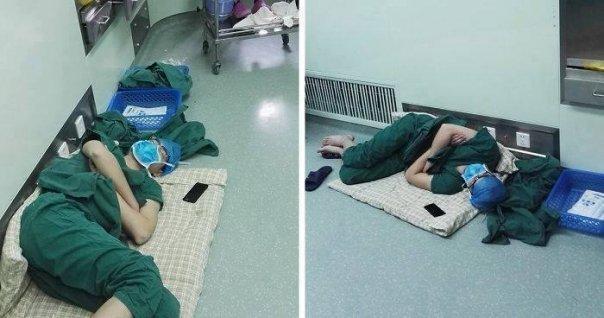 MEDICUL s-a ASEZAT pe jos pe HOLURILE SPITALULUI si a adormit, toți râdeau de el si-l loveau cu PICIOARELE, dar cand au aflat CE FĂCUSE au IMPIETRIT!