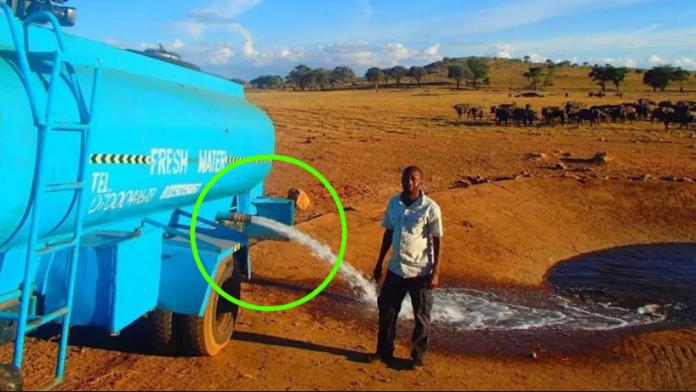 Patrick călătorește zilnic, ore întregi, cu 11.356 de litri de apă pe care o varsă în deșert. Dar nimeni nu poate bănui ce se întâmplă când dă drumul apei să curgă. Un caz unic în lume, nimeni nu mai face așa ceva
