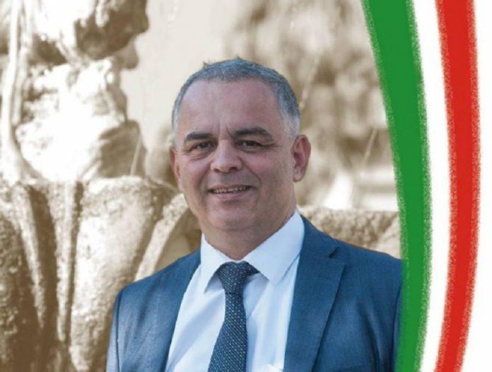 """Un politician italian şochează pe Facebook: """"ROMÂNII să fie aruncaţi în şuturi peste graniţă, fără întoarcere! Sunt nişte GUNOAIE UMANE"""""""