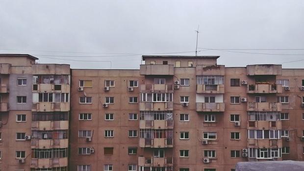 Vești proaste pentru românii care stau la bloc. Se schimbă legea! Riști închisoare doar pentru așa ceva!