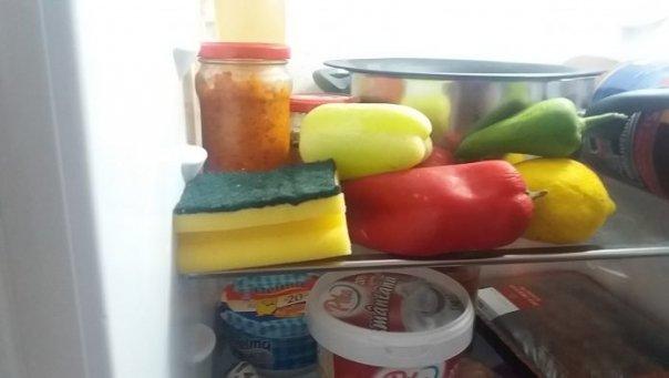De ce e bine sa tii in frigider un burete de spalat vase. Dupa ce vei afla, vei folosi mereu acest truc