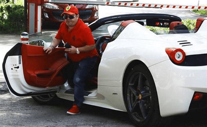 Când Adi Minune apare la volanul Ferrari-ului personal, toată lumea rămâne mască! Stai să vezi ce i-a cumpărat fiicei sale! Nu s-a uitat la bani