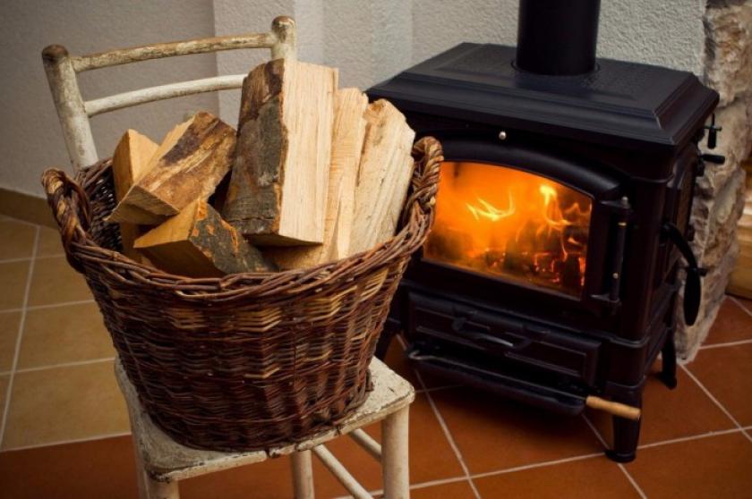 Vin ninsorile! Ce trebuie să faceți neapărat dacă aveți sobă sau aparate de încălzit locuința! Nu vă riscați viața!