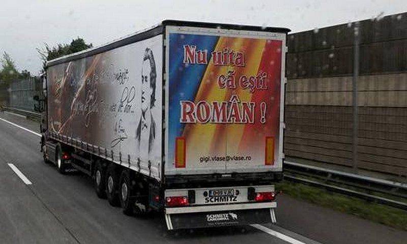 TIR-ul lui Gheorghe Vlase din Slobozia poate fi declarat de doua ori unic in Romania.Pe unde trece cu TIR-ul, oamenii sunt profund miscati de mesajele citite