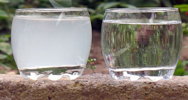 Iată de ce şi cum să cureţi apă potabilă de clor!
