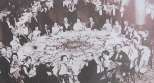 """Ce mâncau românii de Crăciun în 1937! Mesele de Crăciun se întindeau până seara târziu, iar ultima cafea servită se numea """"sictir caffe"""""""