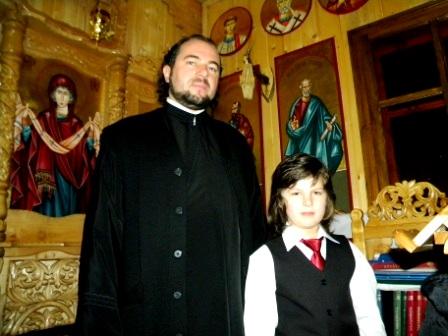 Preotul care nu cere bani la înmormântări, ba mai mult îi asigură din buzunarul lui. S-a împrumutat la bancă pentru cheltuieli bisericești.