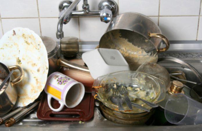 Toate gospodinele și-ar fi dorit să știe asta mai devreme! Sfaturile bunicii pentru curățarea vaselor pentru gătit: