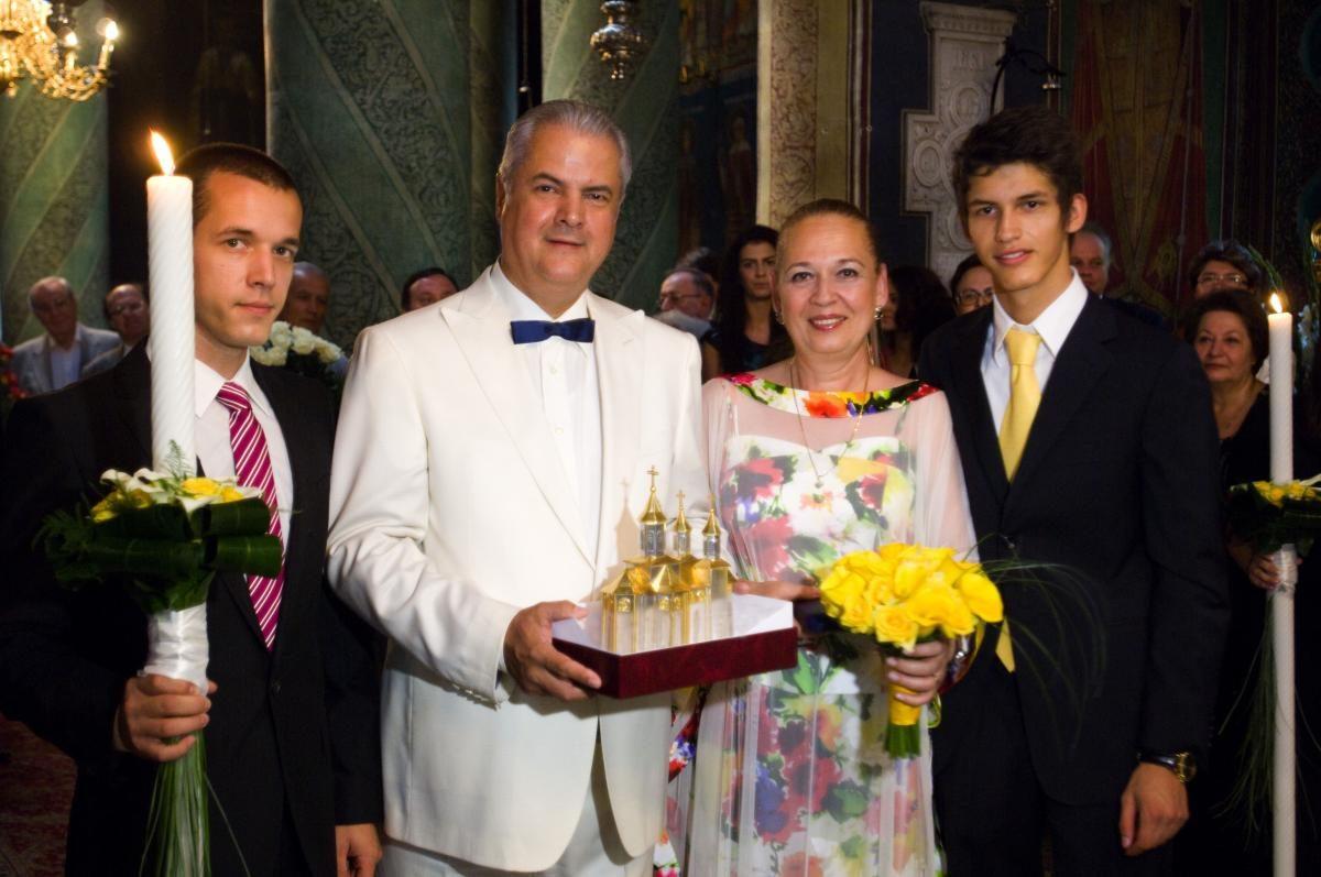 Pe Dana o cunoaște toată lumea, dar pe Ilinca foarte puțini! Cine a fost prima soție a lui Adrian Năstase: Uite cum arată și cu ce se ocupă, câștigă o mulțime de bani: