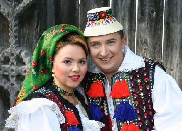 S-a aflat cât câștigă cu adevărat din muzică soliștii Cornelia și Lupu Rednic! Ea încasează dublu față de el!