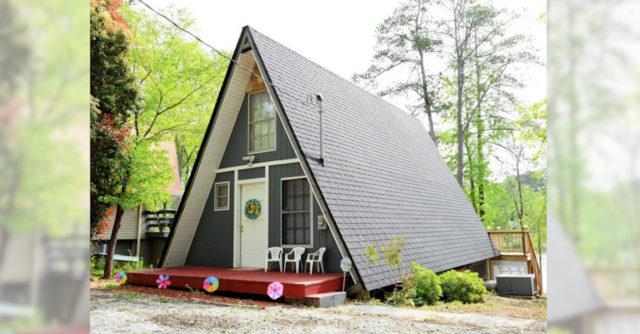 Are o formă triunghiulară şi este foarte mică, dar interiorul este cu totul surprinzător.