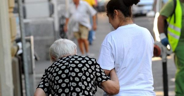 Ingrijitoare româncă arestată după ce a moștenit 700.000 de euro de la bătrânul pentru care lucra de numai 5 luni