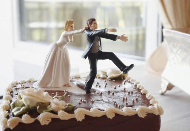 Cele mai bune idei si sugestii de torturi pentru  nuntă. Invitatii vor rămane cu gura căscată de uimire sau de amuzament
