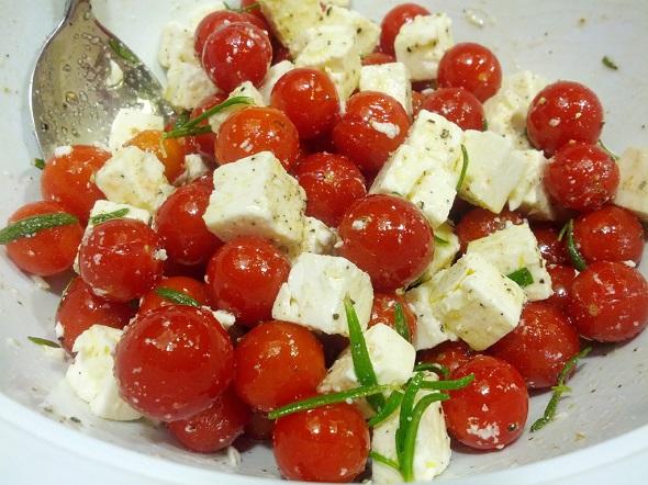 """Îngrașă sau nu roșiile cu brânză? Mihaela Bilic: """"Puteți mânca fără grijă roșii cu brânză cu condiția să…"""""""