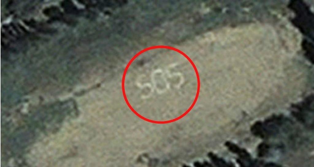 Copilul se uita pe Google Earth și a descoperit din greșeală imaginea asta, era la celălalt capăt al lumii! A luat telefonul și a anunțat imediat poliția, ce au descoperit acolo