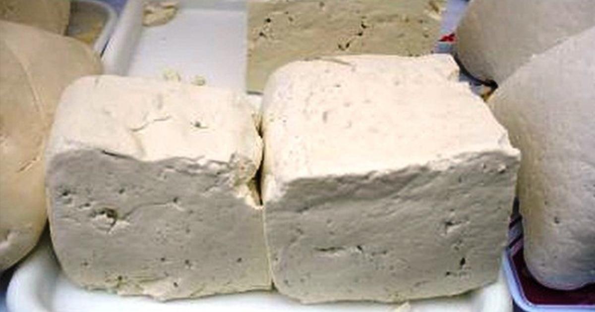 Suntem invadați de brânză care nu a văzut laptele. Din ce se fac produsele lactate din comerţ: