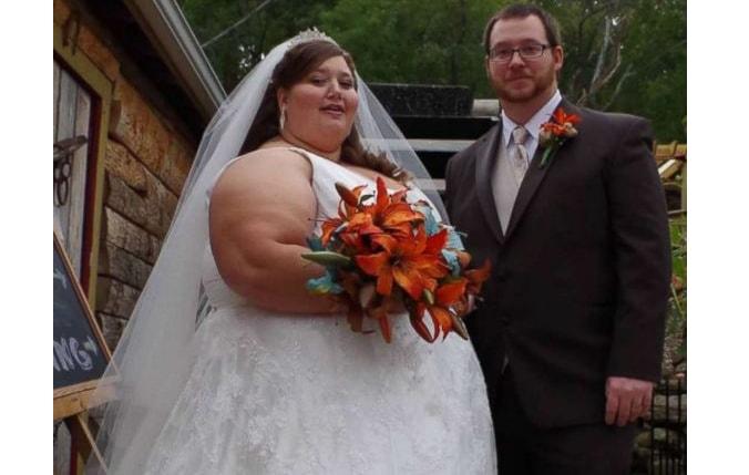 Acest cuplu a reușit să slăbească 180 de kilograme în doi ani, fără a apela la operații. Ea avea 220 kilograme și el, 127. Doamne, cum arată acum. Dar cum au reusit?