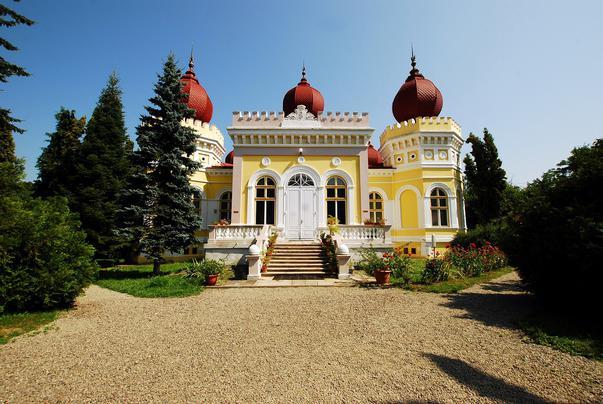 Îți vine să crezi că în această imagine este un castel din România? Am fost uimită să-l descopăr! Mii de turiști străini vin în acest loc magic nedescoperit! Unde se află: